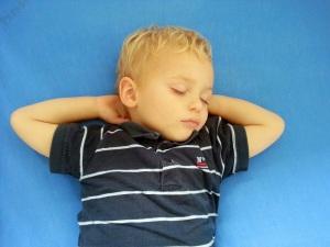 Mika_schlafend_entspannt